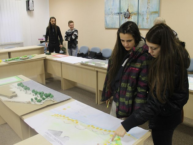 Studenti světelské akademie vypracovali několik návrhů budoucí možné podoby pěší zóny podél Sázavy a vstupu do středověkého podzemí ve Světlé nad Sázavou.