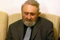 Známý a oceňovaný havlíčkobrodský spisovatel František Uher letos slaví už 80 let.