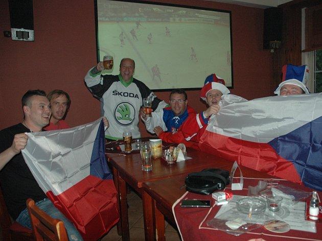 Neúčast Čechů ve finále fanouškům nevadila.