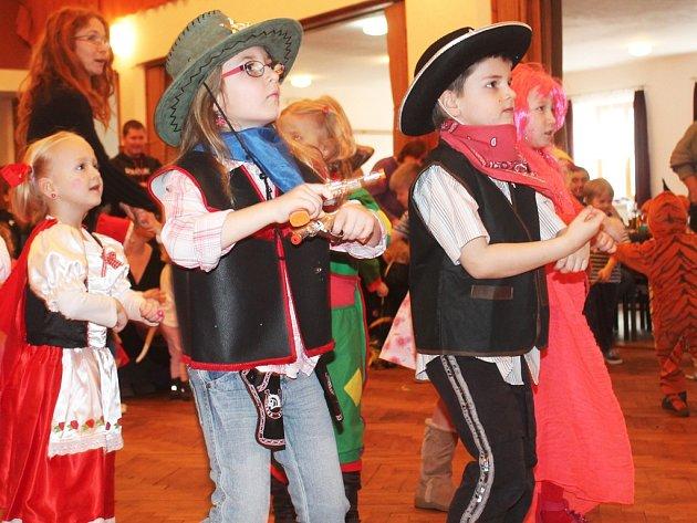 Děti si přijdou na své. Snímek z minulého ročníku dokazuje, že si děti umí svůj karneval doopravdy užít.