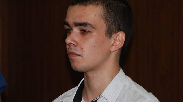 Devatenáctiletý René Šulc dostal v pondělí u brněnského soudu sedm let za přepadávání žen v Třebíči.
