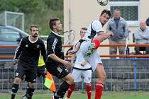 Druhou remízu v řadě uhráli fotbalisté brodského Slovanu (v černém). V minulém týdnu si přivezli bod z Bystřice nad Perštejnem a v neděli si body rozdělili s Kozlovicemi.