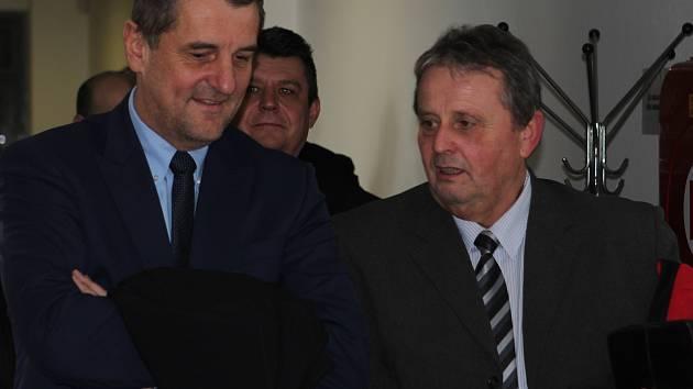 Vypovídat přišel k havlíčkobrodskému soudu i bývalý náměstek hejtmana pro dopravu Libor Joukl (vlevo).