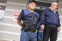Nemocnici v Brodě už hlídá ochranka.