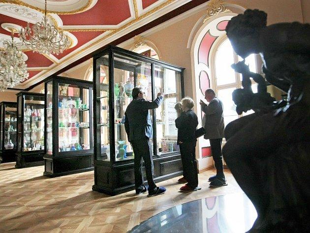 Nově zrekonstruované sály zámku ve Světlé nad Sázavou představila majitelka areálu Helena Degerme už loni, a to 30. května. Na snímku je expozice skla.