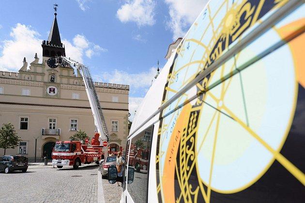Hodiny na Staré radnici v Havlíčkově Brodě prochází celkovou rekonstrukcí. Ve čtvrtek proběhla jejich kompletní demontáž.