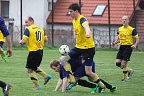 Jeden bod mají na kontě fotbalisté Dolního Města (ve světlém) po sestupu z okresního přeboru ve III. třídě. Naposled prohráli s chotěbořským céčkem.