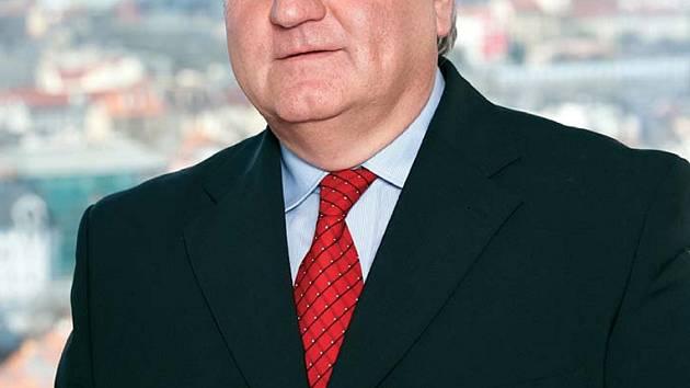 Slovanu se ujme Oldřich Mazánek, bývalý šéf ČD Cargo, jenž se tak po letech vrací do klubu, který v minulosti vedl.