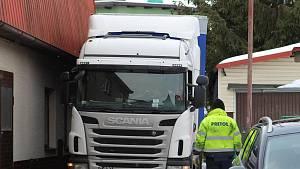 Vyprošťování polského kamionu