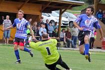 Fotbalisté České Bělé vedli v utkání III. třídy nad chotěbořským céčkem v poločase 2:0, nakonec bylo utkání kvůli průtrži mračen odloženo.