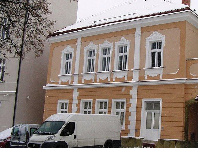 Umělecká školy v Přibyslavi má nové důstojné místo na Bechyňově náměstí.