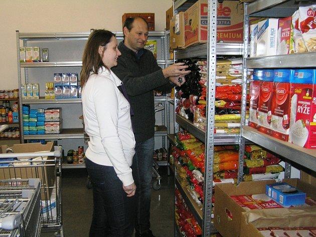 Pro ukládání potravin nyní využívá Potravinová banka bývalé sklady léčiv Zentiva.