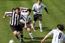 Smolně skončil zápas se Šlapanovem pro mírovského hráče Jana Šimona. Nejprve poslal svůj tým do vedení a v 55. minutě si v nezaviněném souboji přivodil vážné poranění kolena.