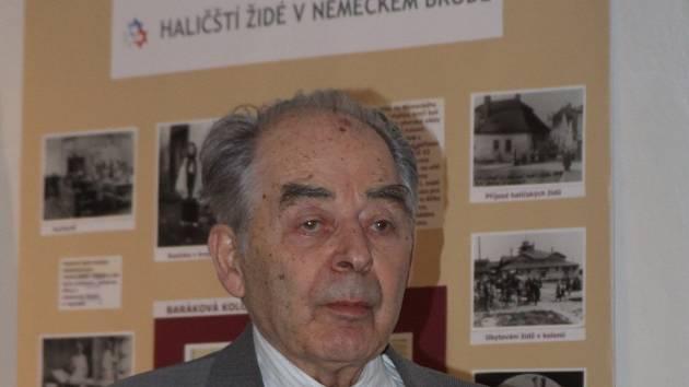 Přežil koncentrák i bombardování. Kde bere šestaosmdesátiletý Oldřich Stránský tolik elánu a energie. Napsal knihu, beseduje o tom, co zažil a jeho psychická svěžest a přehled je až k neuvěření.