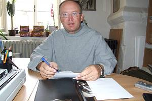 V Jihlavě jako doma. Všechny místnosti kostela Matky Boží i kláštera minoritů zná kněz Marek Duda velmi dobře.