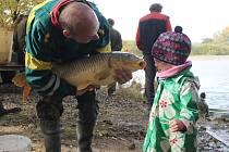 V sobotu se lovil Novosvětský rybník na Havlíčkobrodsku.