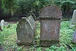 V Ledči žila v minulosti početná židovská komunita. Zbyla po ní synagoga a hřbitov.