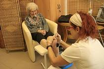 Dopolední akce v domově pro seniory Reynkova pořádaná v rámci projektu Společenská zodpovědnost.