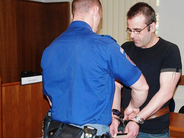 Obžalovaný Kavan (na snímku) je podle státního zástupce chladnokrevný vrah. Podle obžaloby si totiž svůj čin dopředu naplánoval.