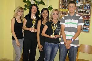 Družstvo mladých zdravotníků ze základní školy Nuselská zvítězilo v republikovém kole. V téměř neměnném složení soutěží toto družstvo už od čtvrté třídy.