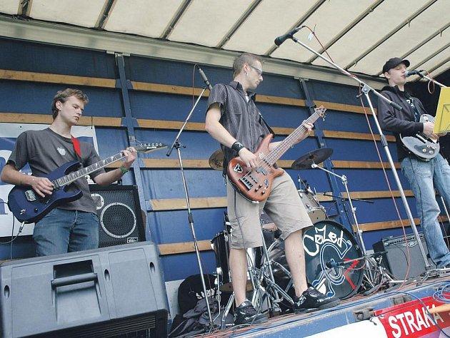 Součástí malého rockového festivalu, který se uskuteční v rámci Pelhřimovského kulturního léta, bude i vystoupení domácí kapely CéZed.