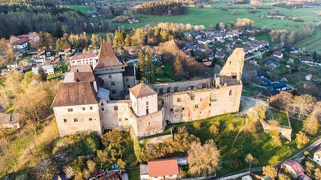 Letecké snímky hradu Lipnice vLipnici nad Sázavou a jeho blízkého okolí.