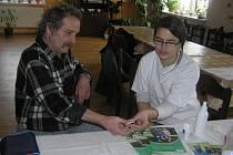 ZDRAVÍ. Budoucí zdravotní sestřička Jana Hrubá prováděla testy rychle a bezbolestně