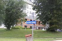 Nová budova urgentního příjmu havlíčkobrodské nemocnice roste před očima.