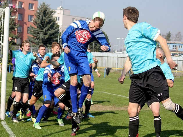 Doma není venku - to stále platí o přibyslavských fotbalistech, kterým se doma střelecky daří, ale na hřištích soupeřů se jim body vozit nedaří.