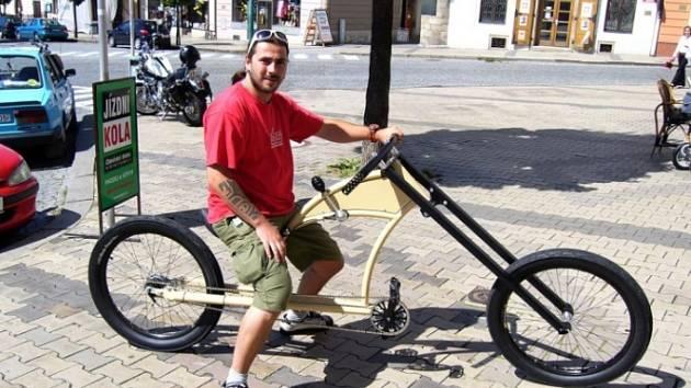 Petr Novotný si své kolo nazývané cruizer nemůže vynachválit.