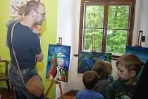 V chotěbořském městském muzeu jsou k vidění obrazy plné barev.