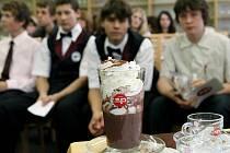 Účastníci kurzu přípravy kávy zaměstnali hned několik smyslů najednou. Italské dobroty báječně voněly, skvěle chutnaly a ještě se mohly pochlubit neodolatelným vzhledem.