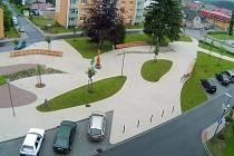 Náměstí 9. května ve Ždírci nad Doubravou.