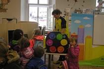 BYLO, NEBYLO.Pohádkové kreslení 3 s Adolfem Dudkem je zábava pro děti, při které se malým čtenářům představí klasické české pohádky.
