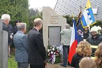 Pomník, který byl v úterý slavnostně odhalen na starém hřbitově v Lipnici nad Sázavou, připomíná dvacet místních obětí nacistické okupace.