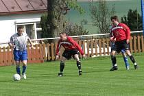 Herálečtí fotbalisté dokázali eliminovat útočnou sílu světelských fotbalistů včetně kapitána Slavomíra Císaře (vlevo). Brodský Herálec ve šlágru kola zaslouženě vyhrál 3:0.
