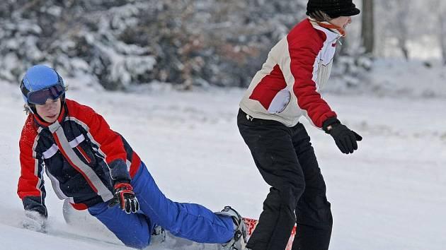Přemístění lyžařského kurzu na blízký Kadlečák prospělo všem. Děti si v klidu zalyžují a ušetří, vlek naopak vydělá.