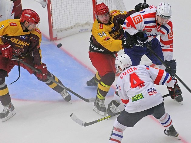 Třebíčtí hokejisté vedou první ligu, hrají výborný hokej, v pondělí navíc přivítají na svém stadionu rivalskou Jihlavu. To je pozvánka na hokej jako hrom! Šlágr začíná v 17.30 hodin.