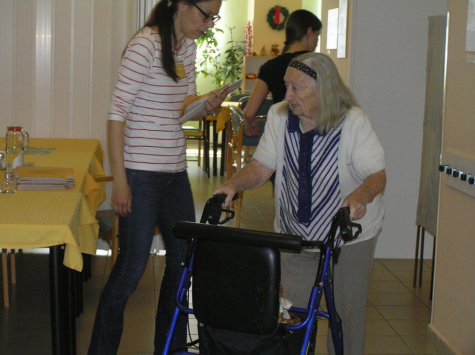 EUROVOLBY. Za seniory přišli v Domově důchodců Reynkova zástupci volebních komisí na požádání i na pokoj.