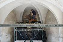 Oltář z kostela sv. Kateřiny restaurátoři odvezli už loni.