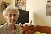 Paní Yvonne potřebuje pomoc pečovatelek několikrát denně.