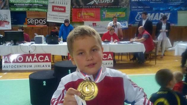 Radost ze zlatého kovu měl Tadeáš Lehotský, který v přípravce B dominoval ve váhové kategorii 39 kg.