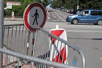 Staré semafory na Masarykově ulici se postupně vyřazují z provozu, řidiči a chodci se s tím musejí vyrovnat.