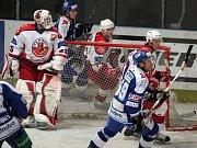 Dusno před Suchanem. V zajímavém zápase plném gólů měl hodně práce havlíčkobrodský gólman Jaroslava Suchan. Domácí se nakonec o body připravili vlastními chybami.