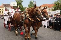 Defilé koňských stříkaček u Labe zahájilo Jeřišno.