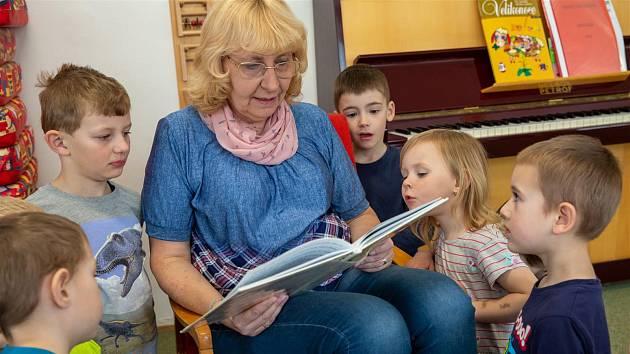 Projekt Školkové babičky a dědečci. Foto: archiv Kraje Vysočina