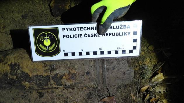 Více jak čtyřicetikilový předmět připomínající munici našel muž v lese v katastru obce Mírovka.