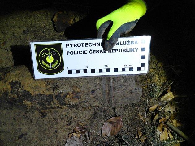 Více jak čtyřicetikilový předmět připomínající munici našel muž vlese vkatastru obce Mírovka.