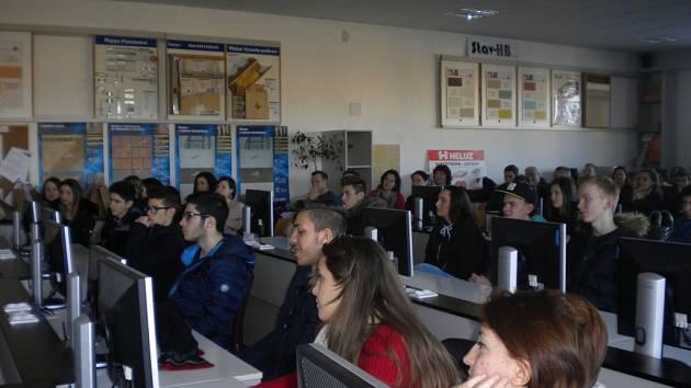 Návštěva. Studenti a učitelé z Polska, Turecka, Islandu, Německa a Itálie přijeli do vyhlášené havlíčkobrodské školy v rámci projektu Comenius.