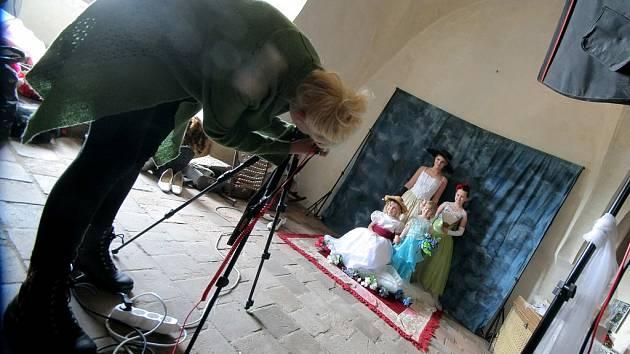 Obléct se za hraběnku, princeznu, šlechtice nebo známou osobnost. Takovou možnost měli návštěvníci lipnického hradu. Přijel tam pojizdný fotoateliér.